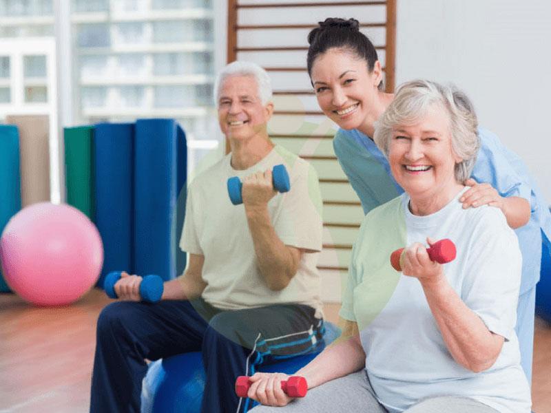متخصص پزشکی ورزشی برای سالمندان چه کار می کند؟
